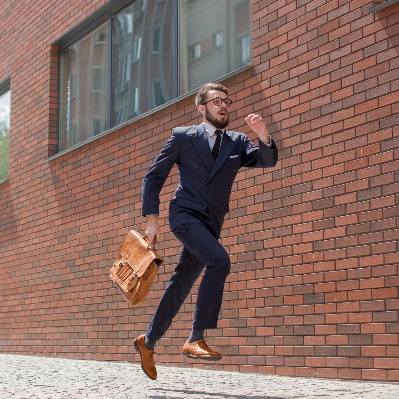 Arrivare in ritardo al lavoro: giustificazioni, scuse e contestazioni
